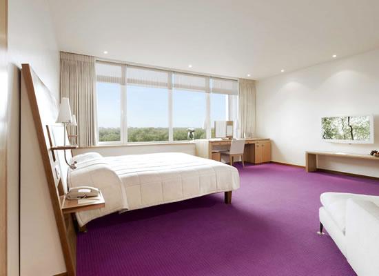 Tạo không gian lãng mạn cho phòng ngủ bằng thảm trải sàn màu tím