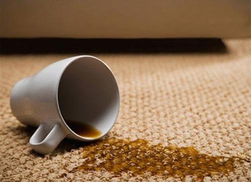 Hướng dẫn cách làm sạch các vết bẩn đồ uống trên thảm nhanh chóng phần 1