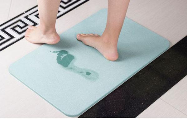 Cách sử dụng và hoạt động của tấm thảm thấm hút nhanh