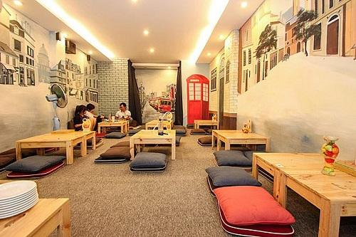 Thảm trải sàn quán café nên lựa chọn thảm cuộn hay thảm tấm