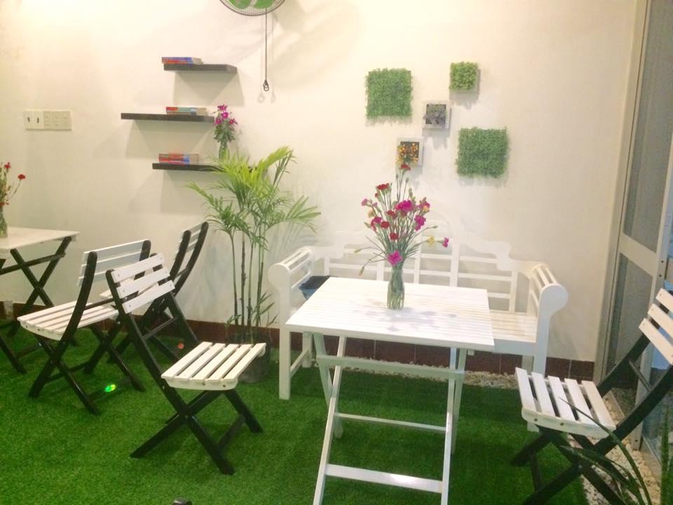 Gợi ý thiết kế quán café bắt mắt nhờ thảm cỏ nhân tạo