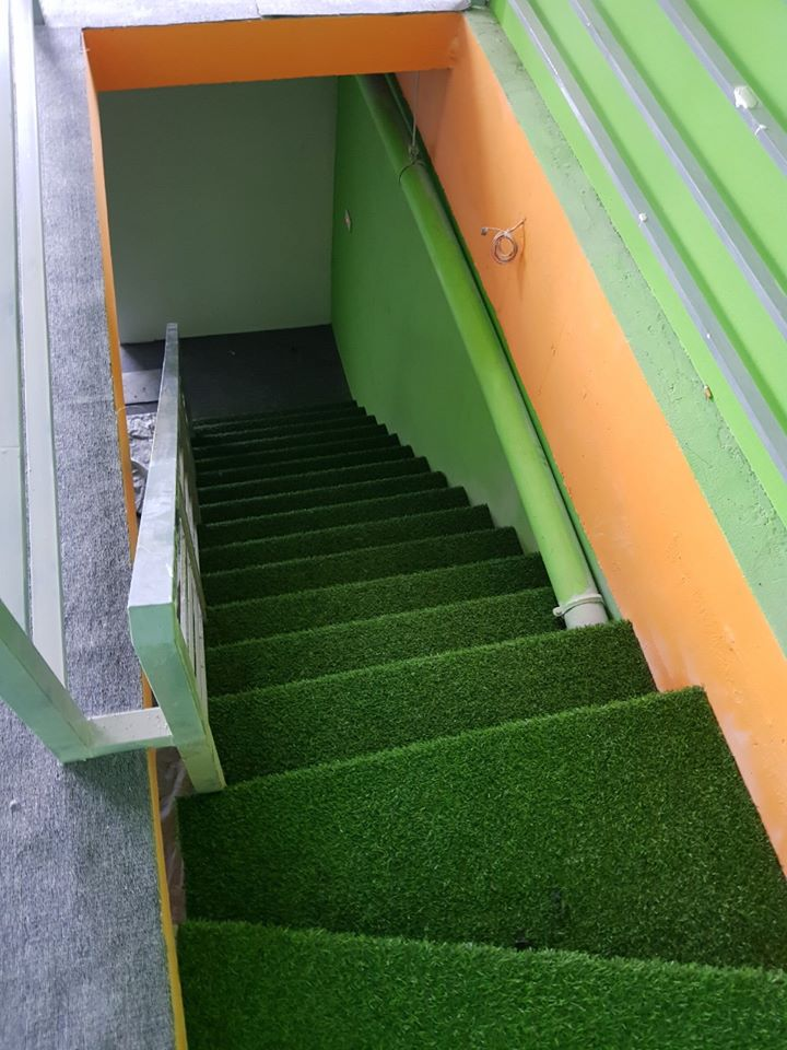 7 lý do nên sử dụng thảm cỏ nhựa trong không gian